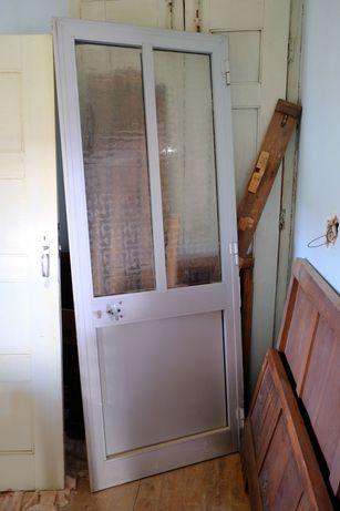 Porta de alumínio com aro