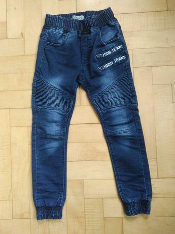 Spodnie chłopięce jeansy joggery 110/116