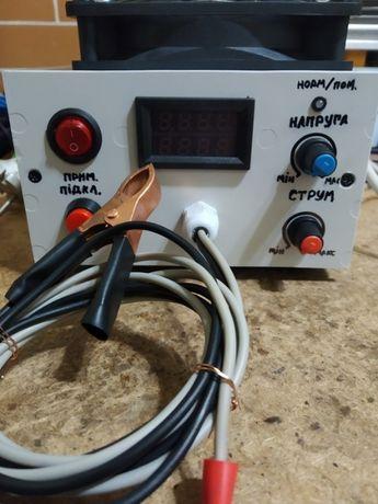Зарядний пристрій для 6-12в свинцево-кислотних акумуляторів
