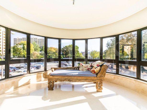 Apartamento T4 com 247m2 e estacionamento, Laranjeiras em...