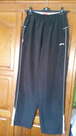 Calças  pretas de  fato de treino