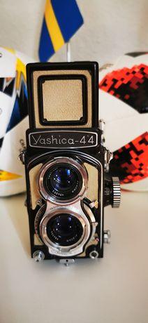 Винтажный фотоаппарат Yashica 44