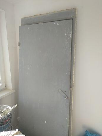 Продаю металеві двері