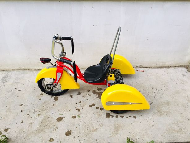 Детский велосипед Schwinn Roadster Trike