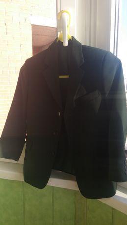 Школьный зеленый пиджак на мальчика на рост 122, б/у в отл.состоянии