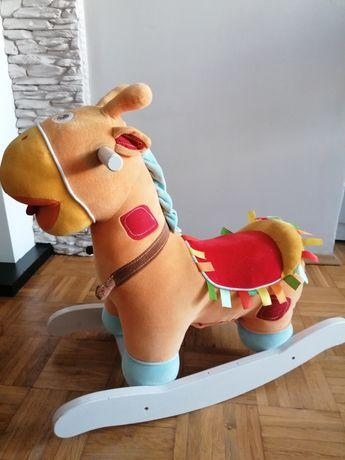 Pluszowy grający konik na biegunach