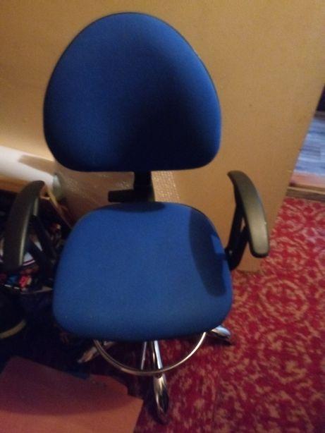 Fotel hoker niebieski kolor