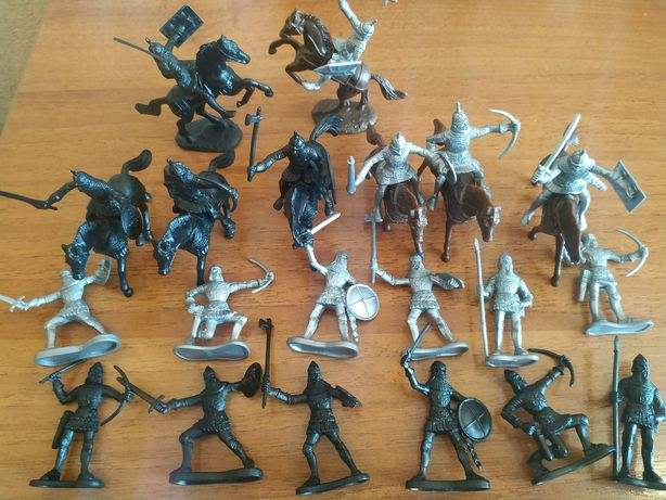 Игрушечные солдатики рыцари