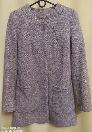 Женское пальто демисезонное.