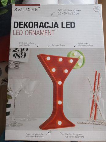 Pozostałości ślubne: dekoracja na drink bar, lampka led