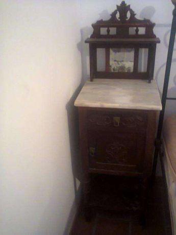 Mesa de cabeceira (antiga)