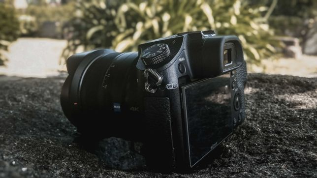 Sony RX10 MKII | 24-200mm / F2.8 | 4K Slowmotion