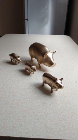 Mosiezna swinia 20 cm dlugosci i prosiaczki