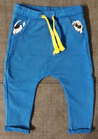 Niebieskie spodnie 5.10.15 z pieskiem, rozmiar 74