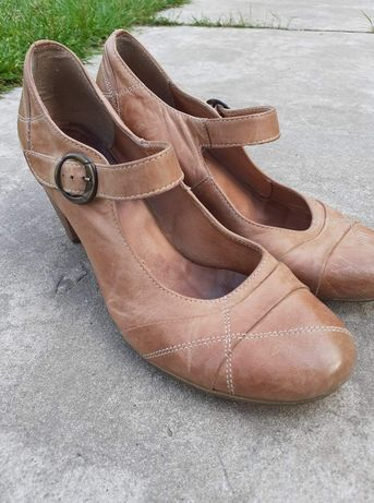 Damskie buty na obcasie Lasocki r. 40