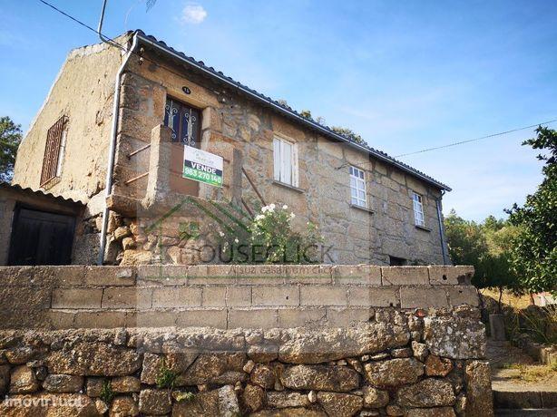 Moradia T3 com quintal na aldeia do Colmeal da Torre > BELMONTE