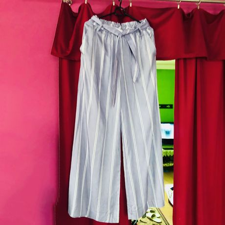 Pastelowe spodnie z szeroką nogawka H&M paski eleganckie kuloty hit