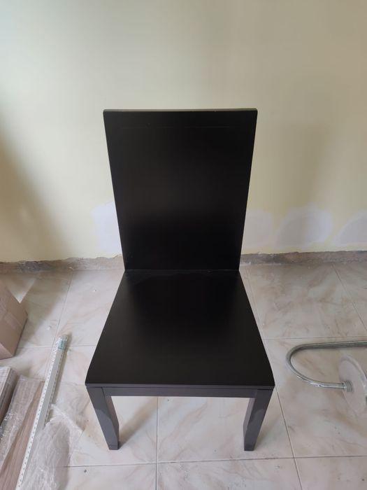 4 cadeiras em madeira maciça Loures - imagem 1
