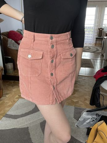 Różowa spódnica mini sztruksowa stradivarius S