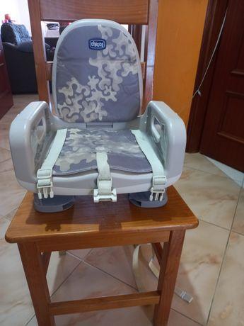 Cadeirinha elevatória  para bebé