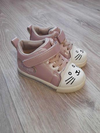 Ботинки для девочки 23 р