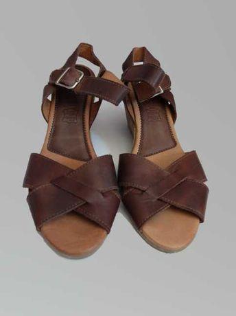 Sandálias em pele Creeks