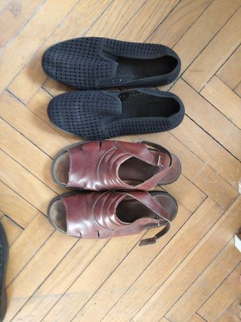 Sprzedam dwie pary butów.