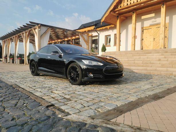 Auto do ślubu Tesla S do ślubu wolne terminy