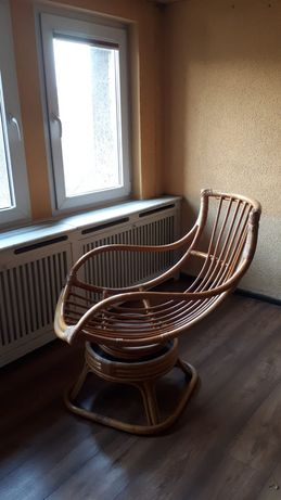 Bambusowy fotel bujany obrotowy