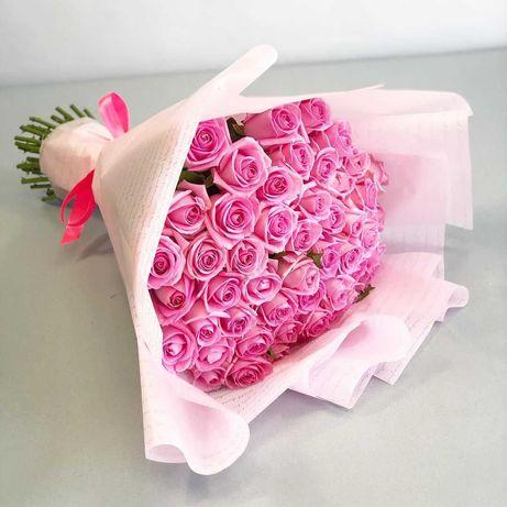 Букет 33 розовых розы - приятный подарок любимой. Доставка цветов
