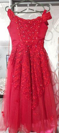 Платье  бальное  праздничное