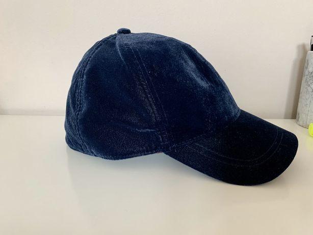 Aksamitna czapka z daszkiem
