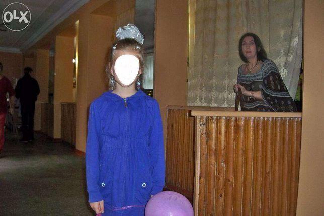 Кофта с капюшоном на 9-10 лет,рост 140 см