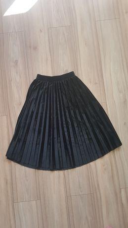 Welurowa,plisowana czarna spódnica