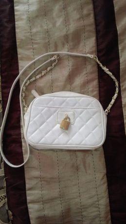 Dziewczeca mlodziezowa biała pikowana torebka listonosza atmosphere
