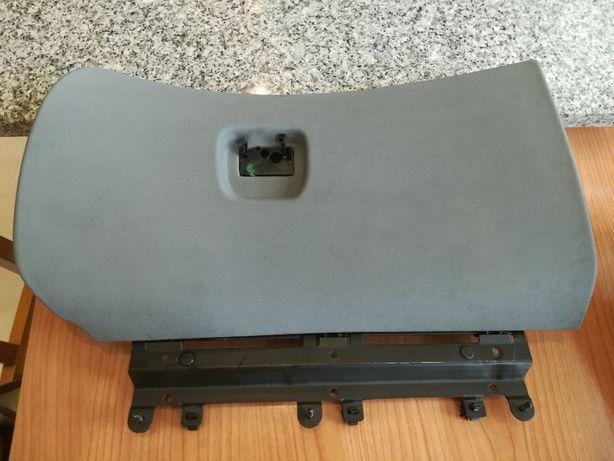 Porta-luvas Alfa GT usado s/ puxador