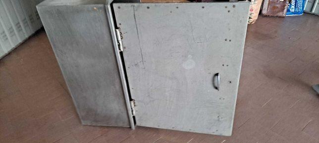 Armário de inox com porta imbutir