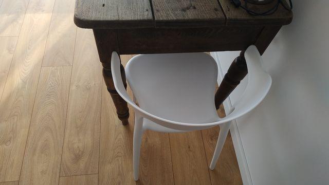 Krzesla białe tworzywo sztuczne