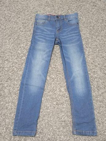 Sprzedam spodnie jeansowe chłopięce rozmiar 134