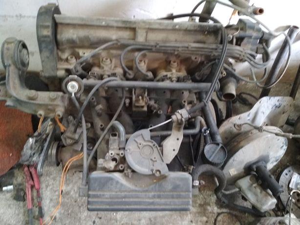 Двигун 2.0 бензин 8 клапанний Пежо 806 605 306 Уліса Скудо Джампі