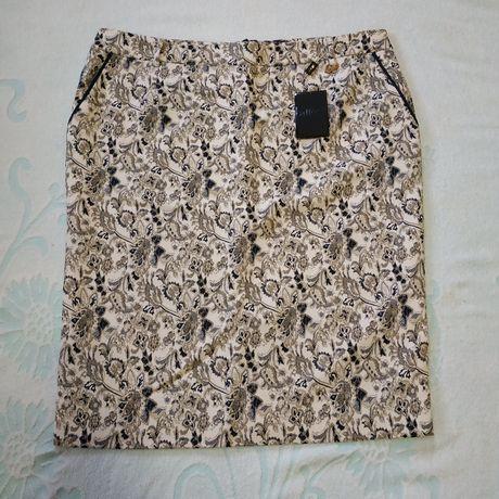 Белая юбка с принтом, классическая с карманами, карандаш