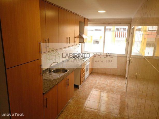 Apartamento T2 para arrendar na Codivel, Odivelas.