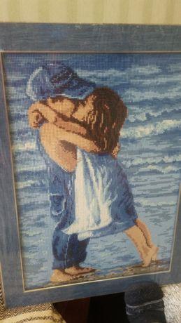 Картина выложена камнями.