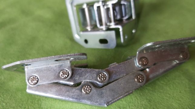 Zawiasy metalowe ferrari