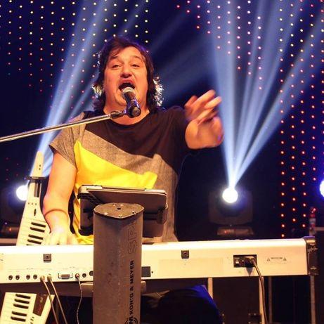 Musico, Cantor Entertainer Festas Empresas + Dj + Banda, som, luzes