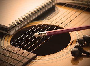 Aulas de Guitarra e Teoria Musical (disponível por Skype ou Zoom)