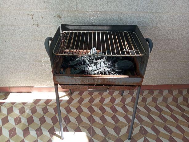 Grelhador a carvão