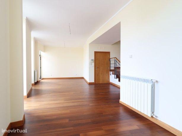 Apartamento T3 Duplex - Centro da Cidade - Figueira da Foz