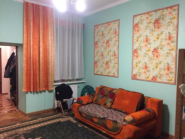 Продаж 1 кімнатної квартири ( близько до центру)