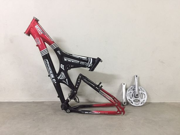Quadro bicicleta suspensão total e acessórios